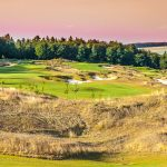 Schöne Aussicht über den Golfplatz mit angrenzendem Wald des Golf Hotels Hofgut Georgenthal