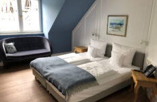 Einblick in den Schlafbereich des Komfort Doppelzimmers im Hofgut Georgenthal